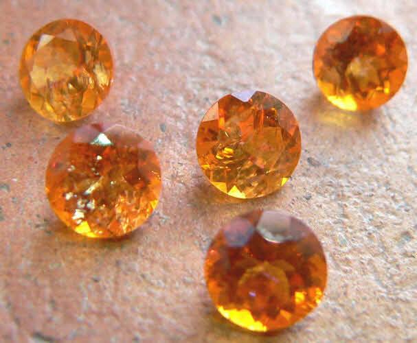 Mandarin Topas rund facettiert 6 mm